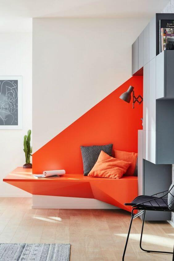 Motif Cat Geometris Warna Putih Orange