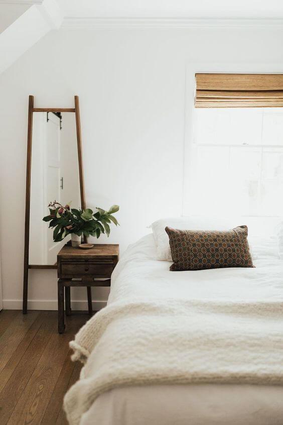 Dekor kamar tidur sederhana unik meja kecil