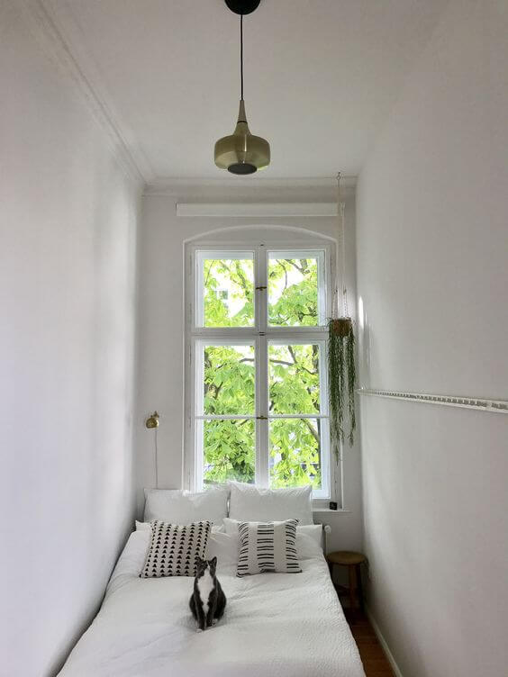 Dekor kamar tidur sederhana unik monokrom putih