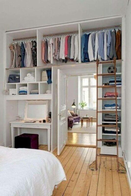 Dekorasi Kamar Tidur Sempit Luas lemari terbuka