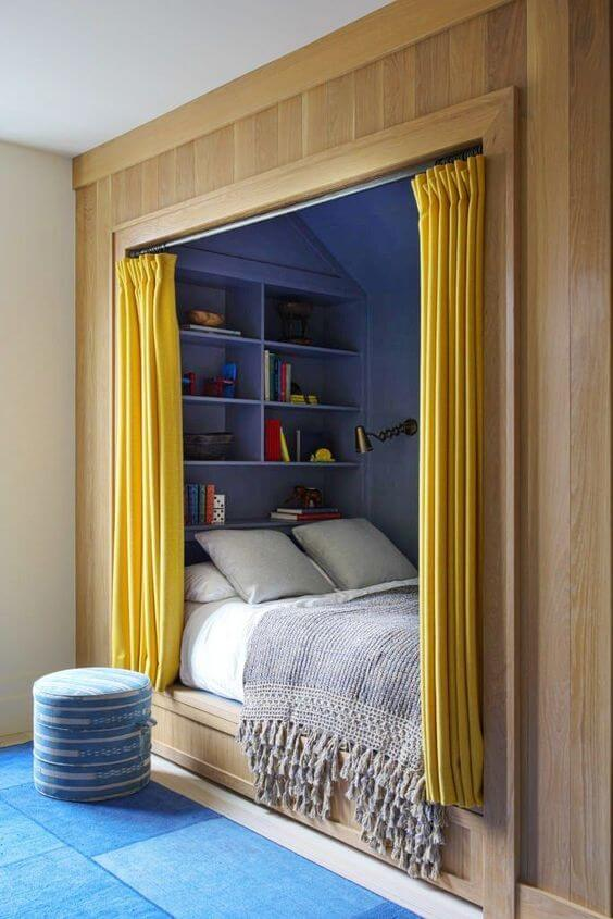 Dekorasi Kamar Tidur Sempit dengan Tirai