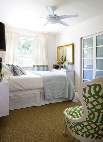 Dekorasi Kamar Tidur Sempit hijau kursi