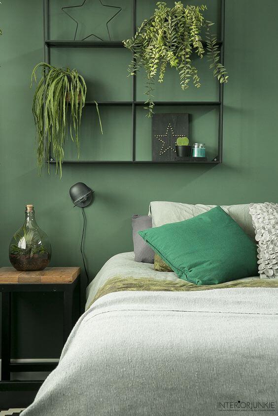 Dekorasi Kamar Tidur Sempit hijau tanaman dinding