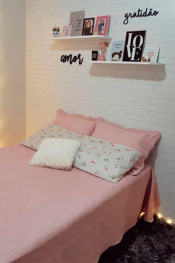 Dekorasi Kamar Tidur Sempit pink minimalis