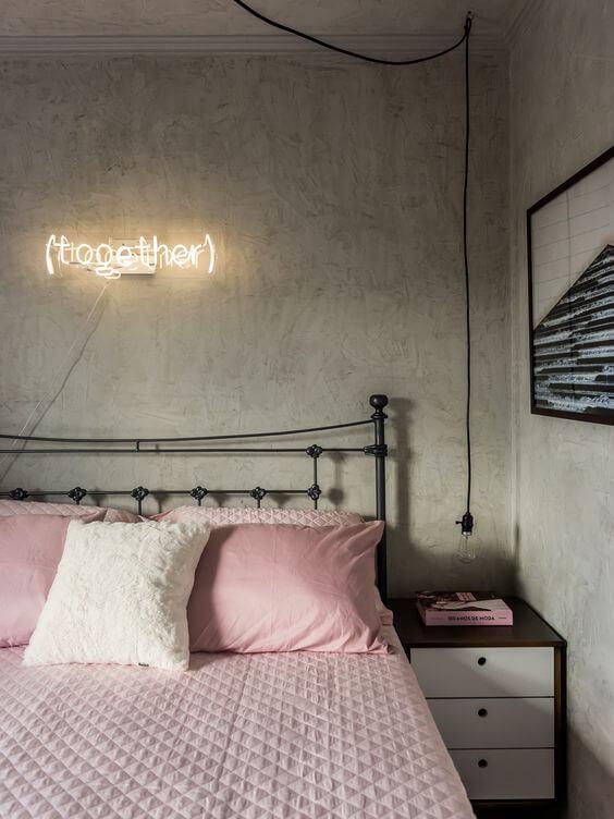 Warna cat kamar tidur romantis kekinian abu kusam