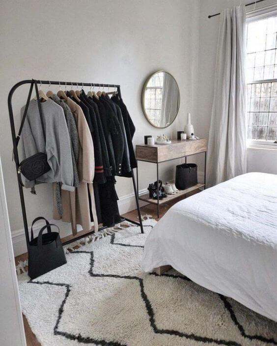 Cara menghias kamar tidur sempit- Lemari baju gantung