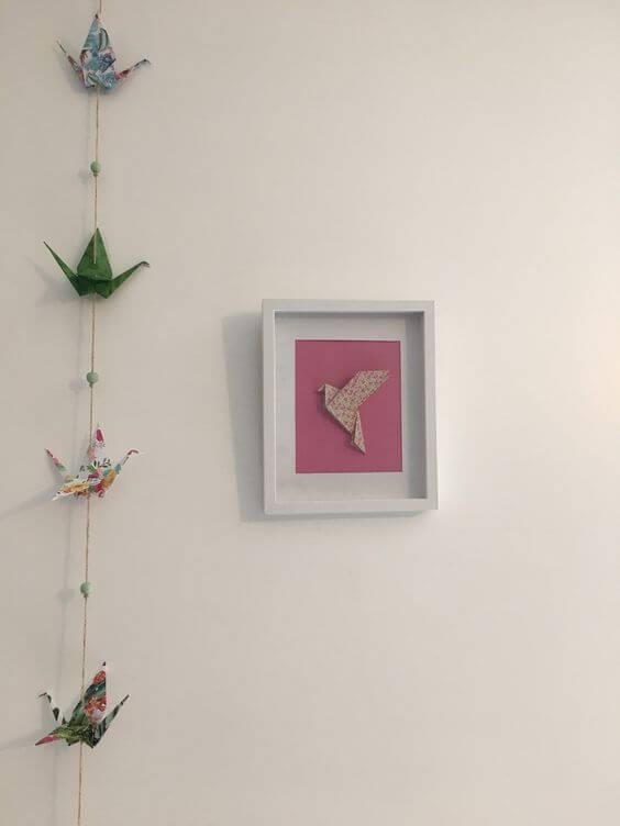 Cara menghias kamar tidur sempit- origami bingkai