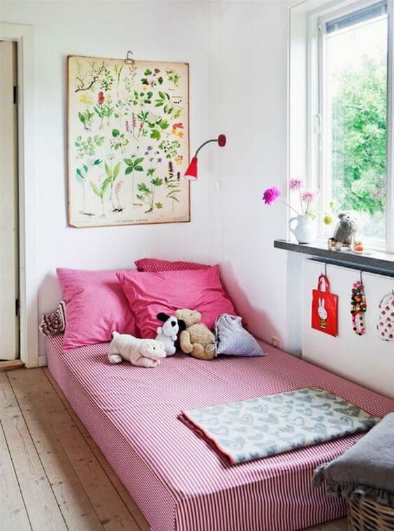 Dekorasi Kamar Tidur Anak Perempuan Minimalis pink-putih